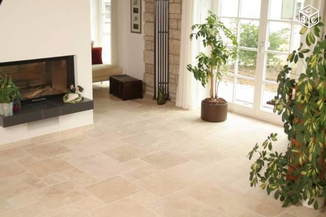 Travertin carrelage pierre naturelle int rieur beige for Carrelage imitation travertin interieur
