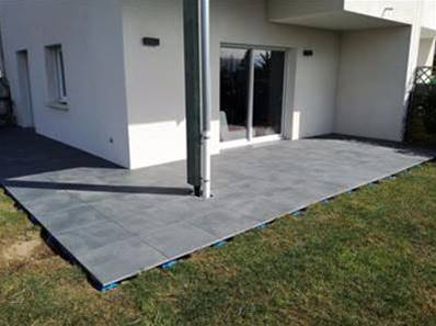 Dalle luna carrelage ext rieur 2 cm anthracite effet b ton carra france - Comment poser des dalles sur plots ...