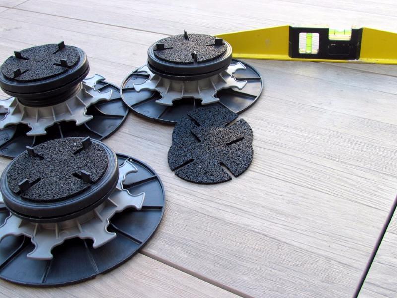 plot r glable autonivelant en pvc 55 75 mm pour dalle. Black Bedroom Furniture Sets. Home Design Ideas